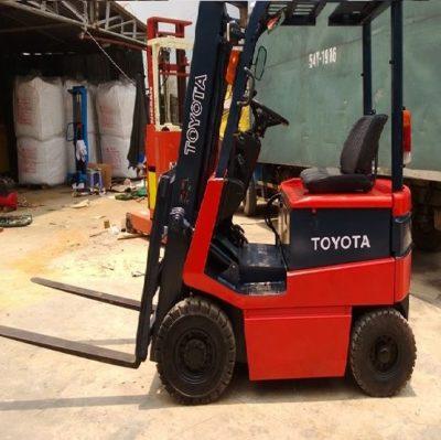 xe nâng hàng bằng điện ngồi lái tải trọng 3000 kg