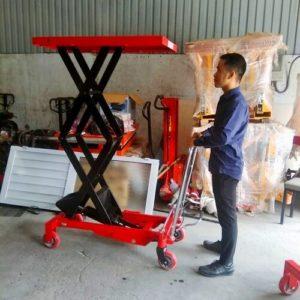 Xe nâng mặt bàn 500kg cao 1500mm giá rẻ tại Hưng Việt